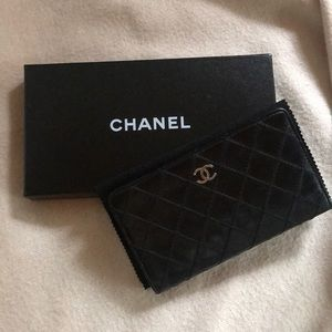 CHANEL Black Calfskin Wallet Quilted Stitching